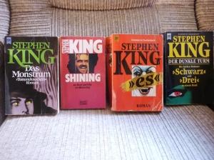 """Einiger meiner ersten Bücher vom King (""""Stark"""" war nur ausgeliehen), der bis heute mein Lieblingsautor ist."""