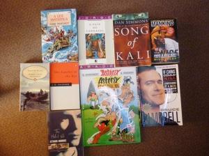 """Einige der ersten Bücher, die ich in der jeweiligen Fremdsprache gelesenhabe. Der """"Asterix"""" habe ich gerade erst gekauft, da ich momentan einen Französischkurs an der Volkshochschule besuche. Meine Portugiesischkenntnisse sind inzwischen leider wieder stark eingerostet."""